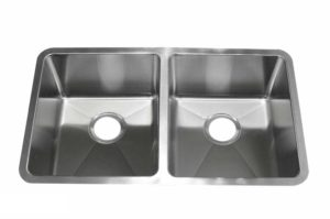 Stainless Steel Kitchen Sink RE3319 - Dimensions: L 33 in. x W 19 in. x D 9 in.
